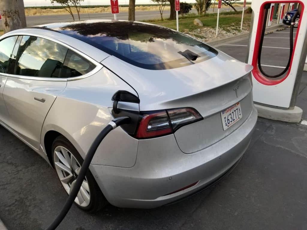 Proprietarios De Carros Eletricos Estao Voltando A Utilizar Carros A Combustao